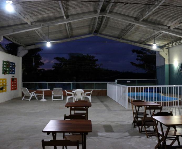 Área com piscina para confraternização